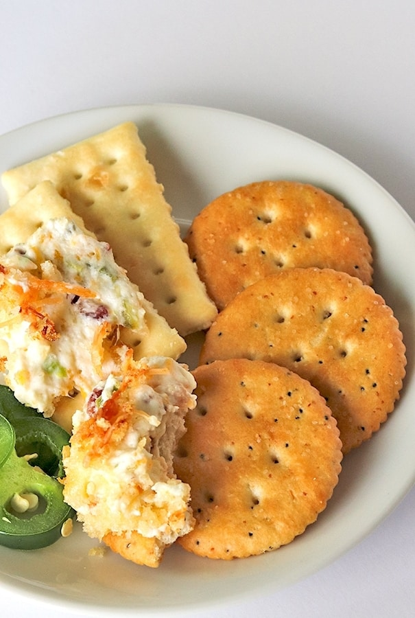 jalapeno popper dip and crackers