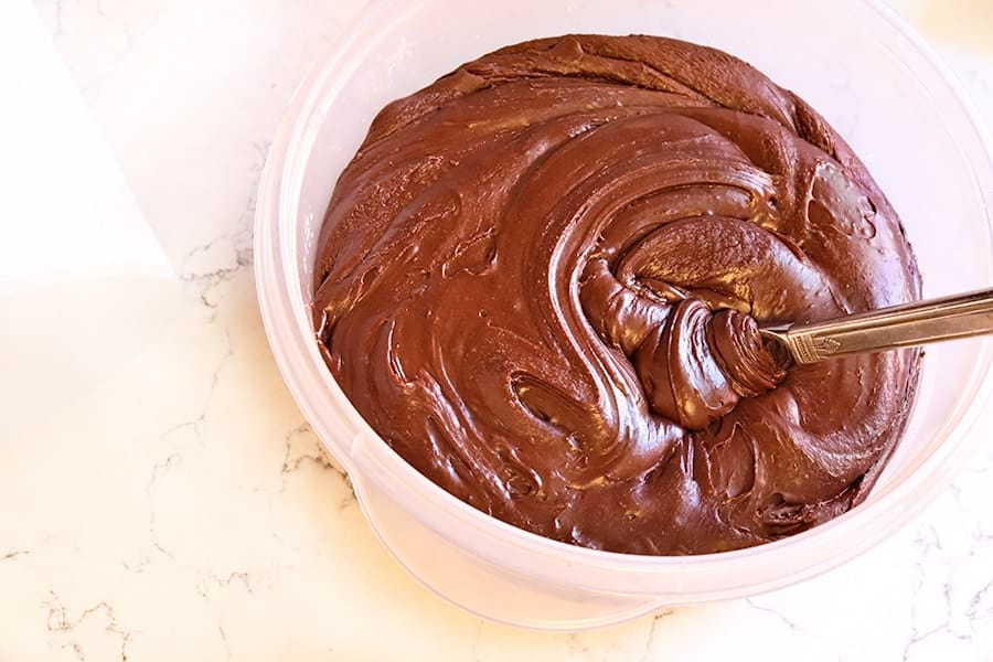 fudge frosting in bowl