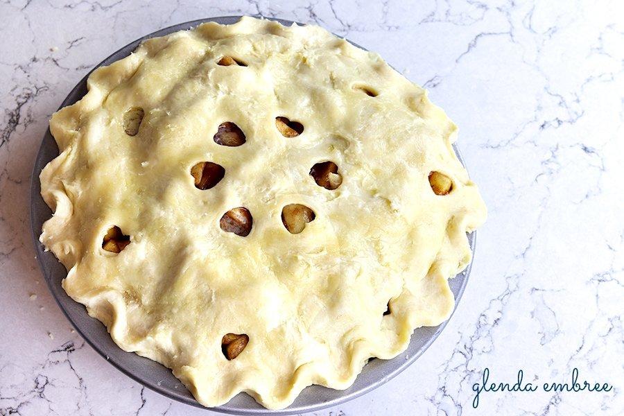 pie crust with crimped edge