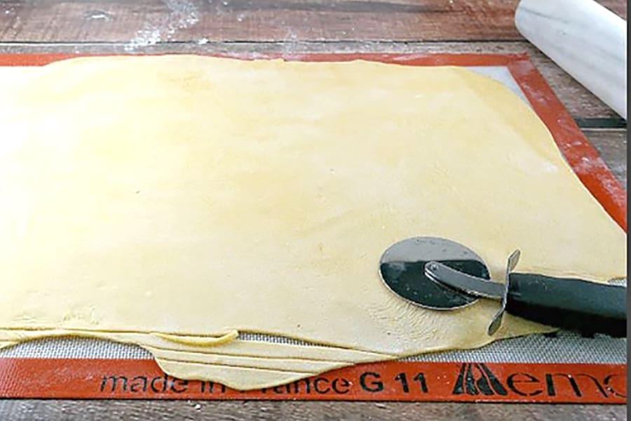 hand-cutting pasta
